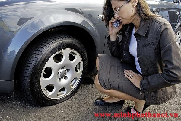 Cứu hộ lốp xe ô tô tại Hà Nội