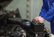 Ắc quy khô một bộ phận quan trọng trong xe máy vì đó là bộ phận trực tiếp cung cấp điện cho các bộ phận khác hoạt động.