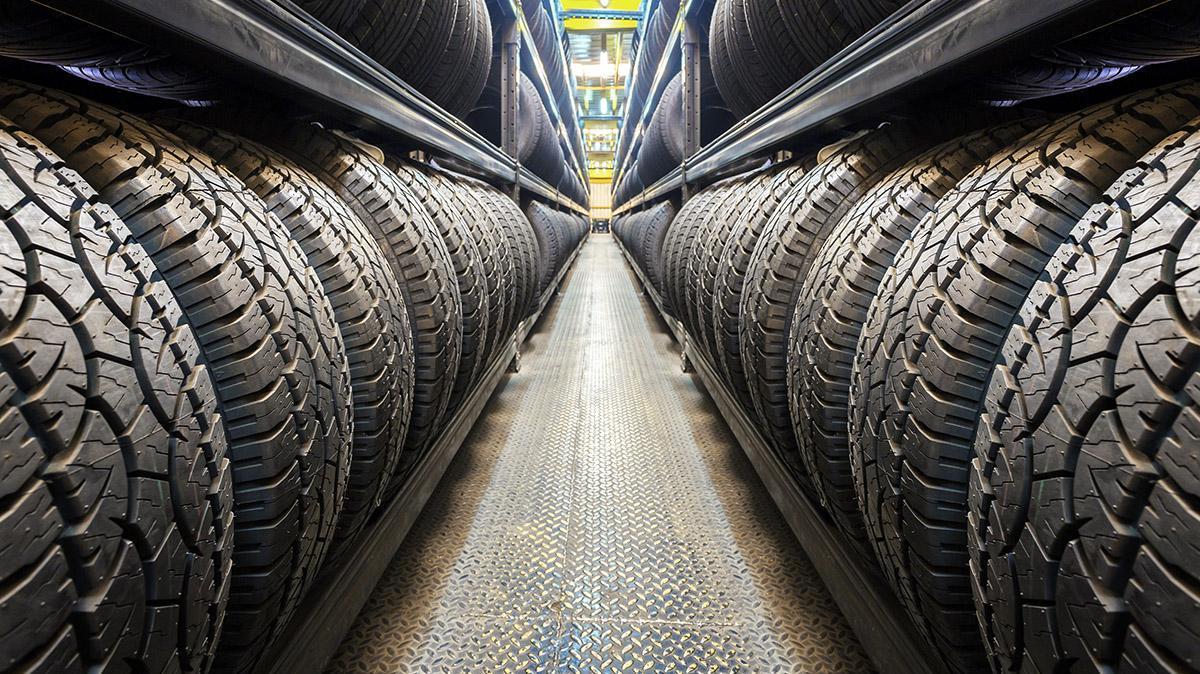 Lốp ô tô là bộ phận thường xuyên tiếp xúc trực tiếp với mặt đường nên không tránh khỏi bị bào mòn
