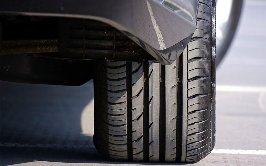 Các loại lốp bản rộng giúp cho khả năng tăng độ bám bề mặt