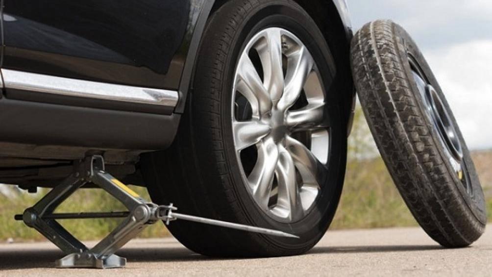 Sau một thời gian sử dụng lốp ô tô sẽ bị mòn, méo, nứt, phồng