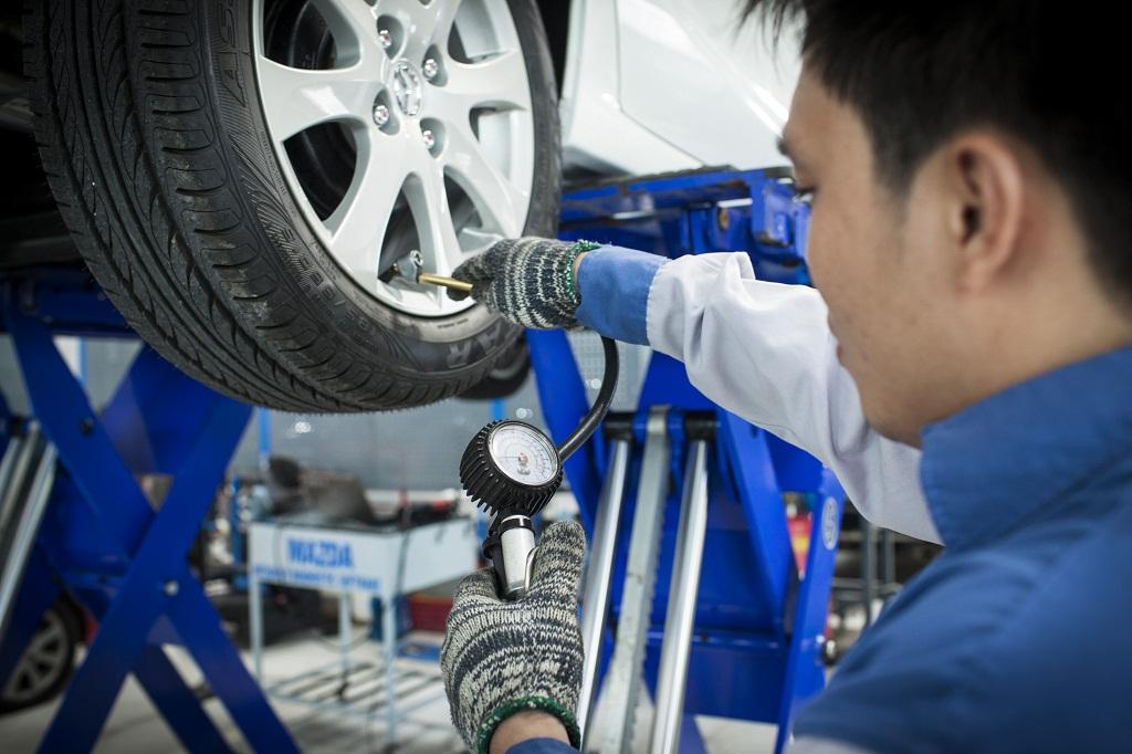 Hãy làm theo khuyến nghị của nhà sản xuất xe về việc thay thế lốp.